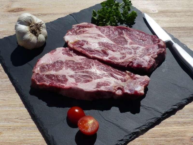 Côtes de Porc Noir de Bigorre AOP dans l'échine